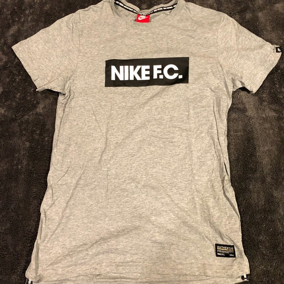 917606346 Nike FC Authentic 1994 T-shirt. M_5b5f8dbbd6716a6bf528a4e9